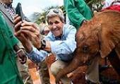 سلفی جان کری با بچه فیل